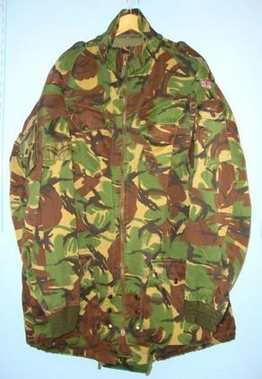 Original British NATO Airborne/ Parachutists Camouflaged Smock With Union Flag & Original British NATO Airborne/ Parachutists Camouflaged Smock With Union Flag & Accessories