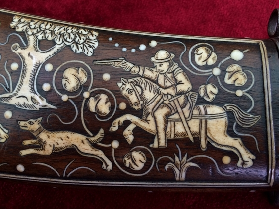 A very unusual powder horn engraved and inlaid with a fine hunting scene. Good condition. Ref 8728. Accessories