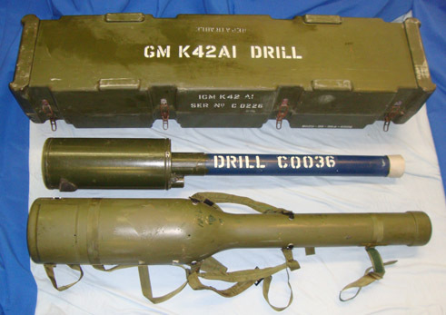 Shorts Blowpipe (man-portable surface-to-air missile tube) With High Impact Carr Complete, Falklands War Era, Inert Full Weight British WD & NATO Marked Drill Sh Accessories