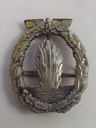 WW2 German Kriegsmarine Minesweeper Award Badge  Accessories