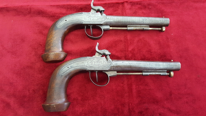 A very unusual pair of French percussion officers pistols engraved D ALBIEZ Lt COLONEL. Circa 1840. Good condition. Ref 9205. Pistol / Hand Guns