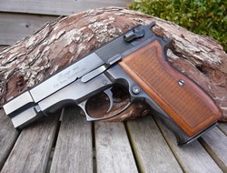 Luger M90 9 mm Semi Auto