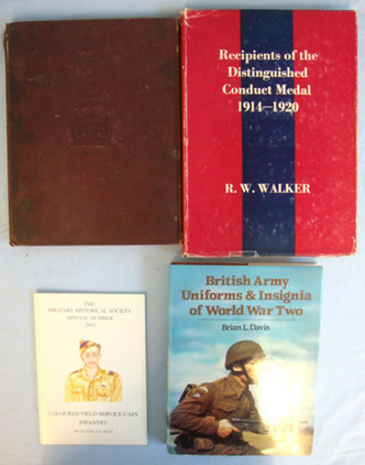 A Collection Of Four Books On British Army Uniforms, Dress Regulations, Coloured A Collection Of Four Books On British Army Uniforms, Dress Regulations, Coloured Accessories