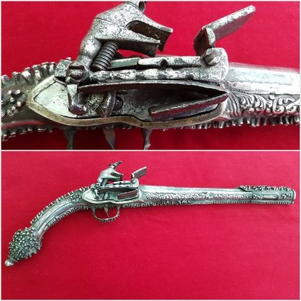 A very long Balkan or Greek Miquelet Flintlock pistol. Elaborate silver decoration. Rat-tail shaped butt. Early 19th century. Ref 8989. Pistol / Hand Guns